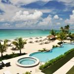 La playa de Seven Mile Beach en Gran Caimán