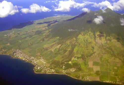 Escalar el volcán Liamuiga, en San Cristóbal