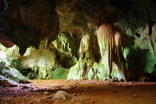 De excursión por las cuevas de Islas Caimán
