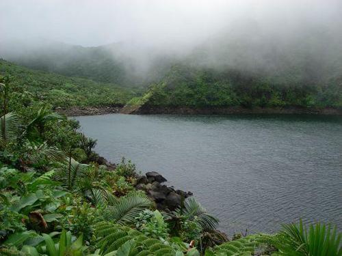 Una excursión al Lago Boeri, en Dominica