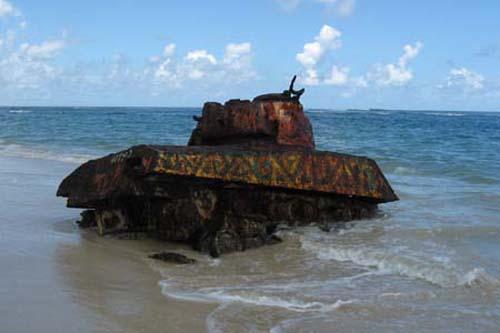 Flamenco, una playa con tanques en Puerto Rico