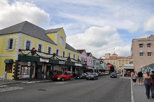 Bay Street, compras y ocio en Nassau