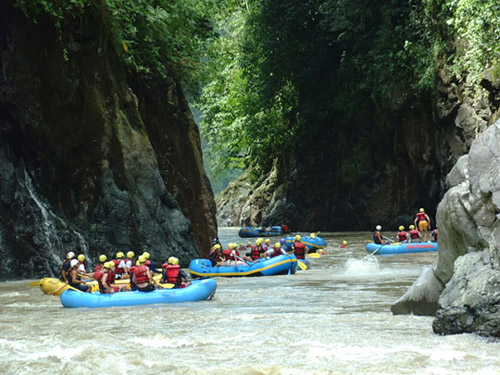 Rafting en el Chirripó, en Costa Rica