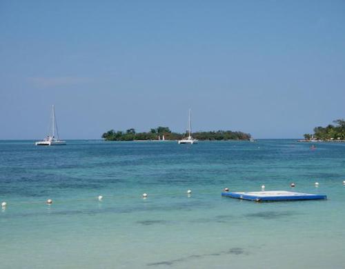 Booby Cay, sobre la costa de Negril